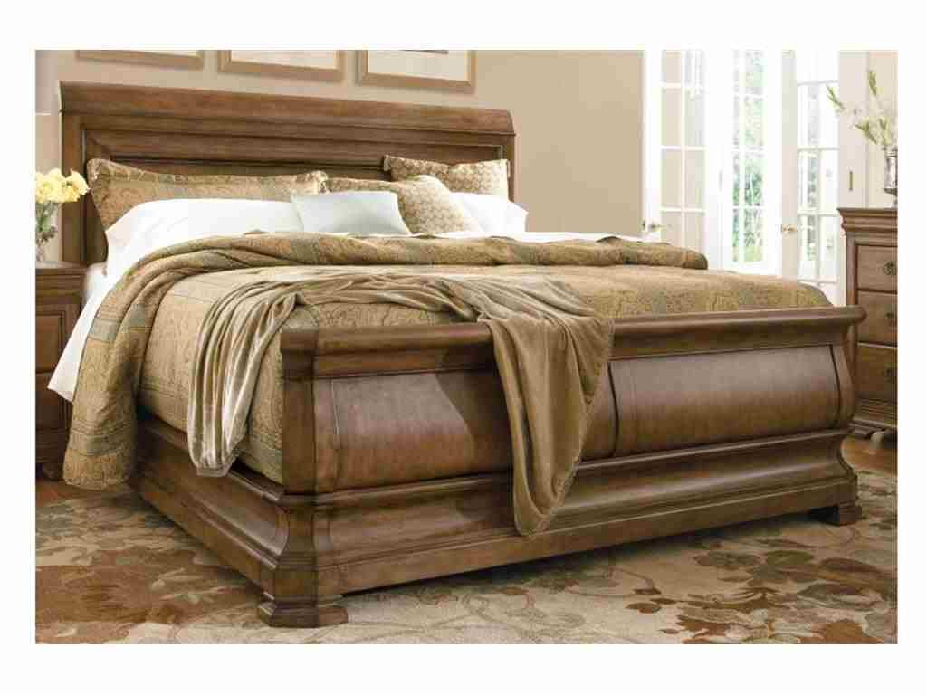 Universal Furniture Bedroom Louie Ps Sleigh Bed 5.0 07175B has delicious neutrals that can blend well with other earthy themes.
